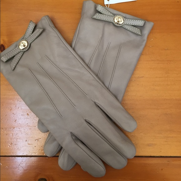 🧤Coach Turnlock Bow Nappa Leather Gloves